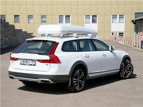 Volvo V90 Cross Country 2017 вид сзади