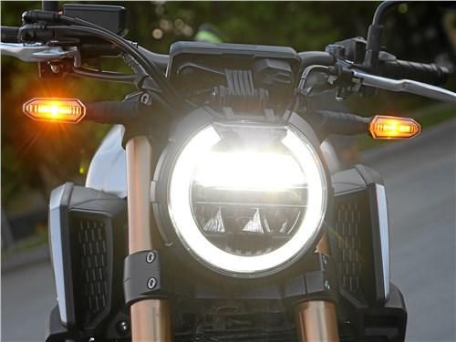 Honda CB650R Neo Sports Cafe передняя оптика