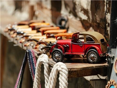 ... до масштабных моделей старинных машин