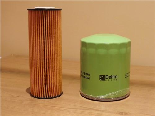 Масляные фильтры двух типов. Левый вставляется в «стакан» на двигателе, правый наворачивается на специальный штуцер