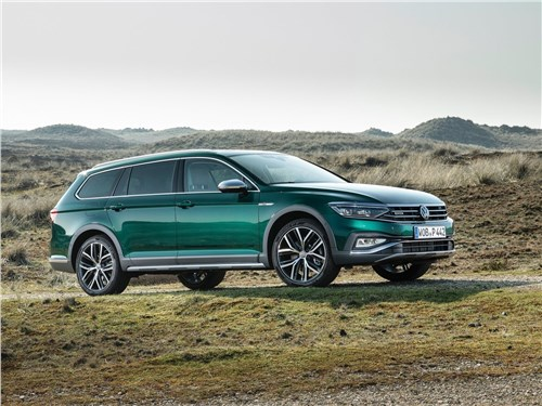Volkswagen Passat Alltrack 2020 вид сбоку