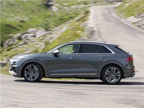 Audi SQ8 TDI 2020 вид сбоку