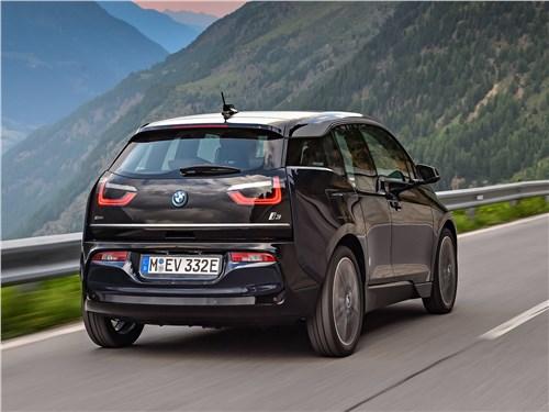 BMW i3 2018 вид сзади
