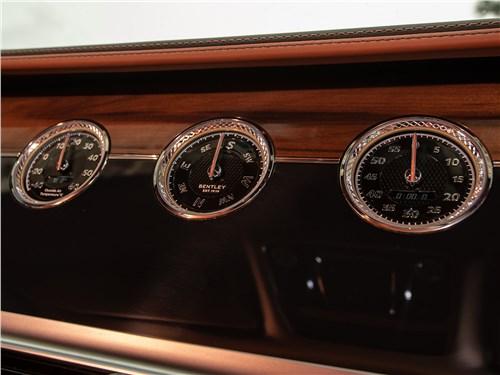 Bentley Continental GT 2018 приборная панель