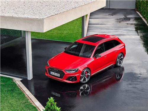 Audi RS4 Avant 2020 вид спереди сверху