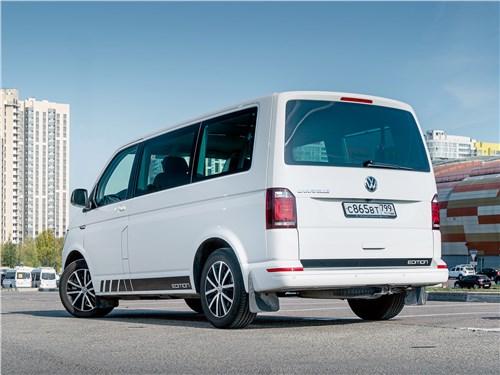 Volkswagen Caravelle 2015 вид сзади