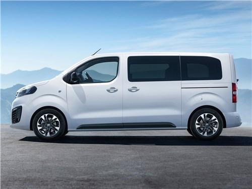Opel Zafira Life 2020 вид сбоку