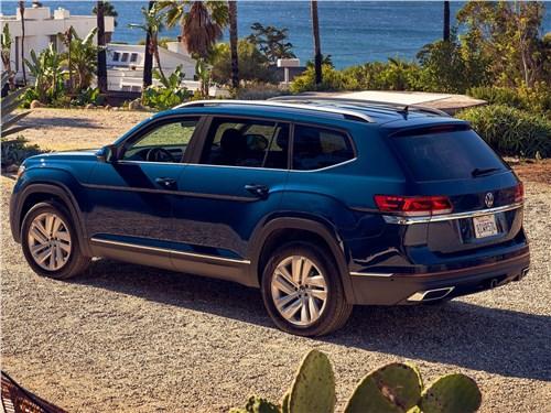 Volkswagen Atlas 2021 вид сбоку