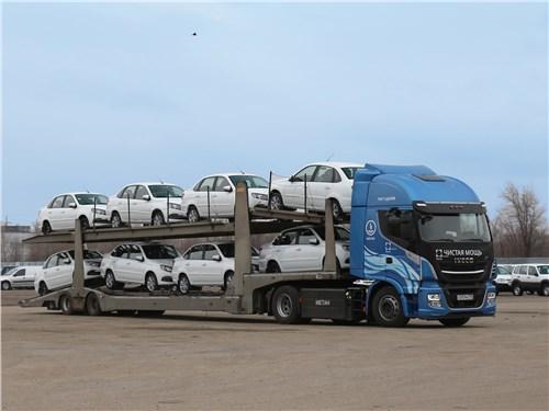 Метановый тягач использовался для транспортировки новеньких вазовских моделей из цехов предприятия в Тольятти