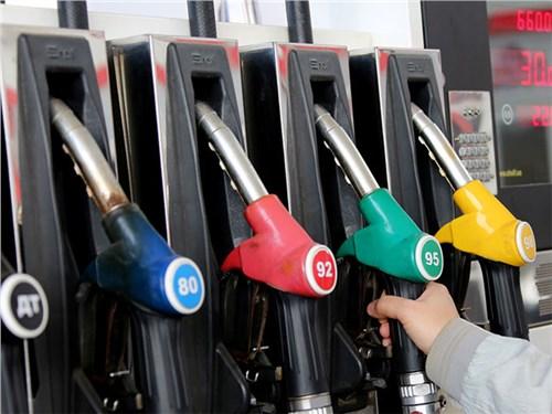 Правительство запрещает дешевый бензин