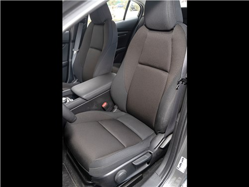 Mazda 3 2019 передние кресла