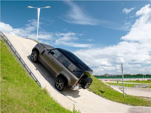 Land Rover Defender 110 2020 вид сбоку