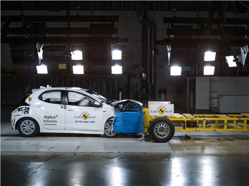 Фронтальный краш-тест воспроизводит самый распространенный сценарий аварий: столкновение автомобилей на средней скорости со смещением по отношению друг к другу