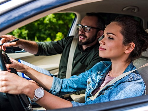 Тебе семнадцать – получай права и за руль!