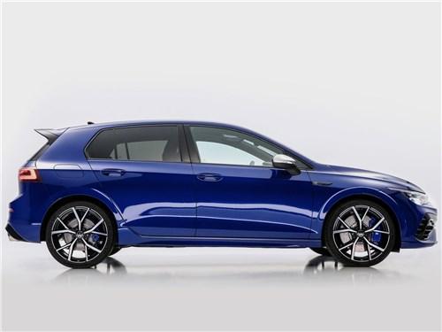 Volkswagen Golf R (2021) вид сбоку