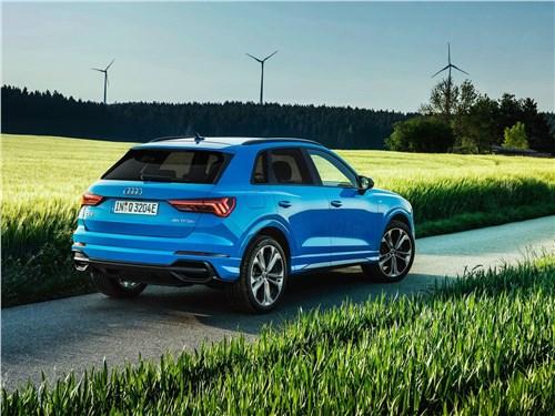 Audi Q3 - Audi Q3 45 TFSI e (2021) вид сзади
