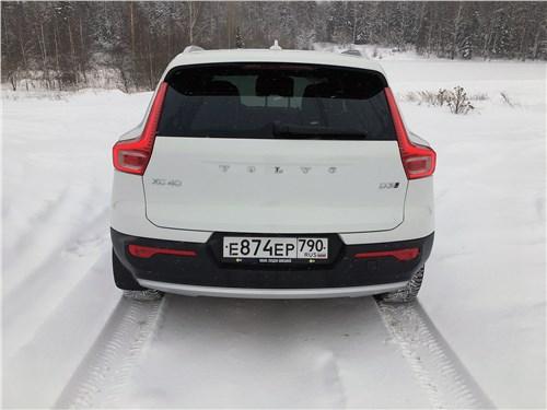 Volvo XC40 (2018) вид сзади