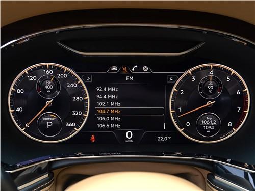 Bentley Flying Spur (2020) приборная панель