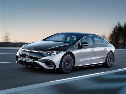 Mercedes-Benz EQS (2022) вид спереди сбоку