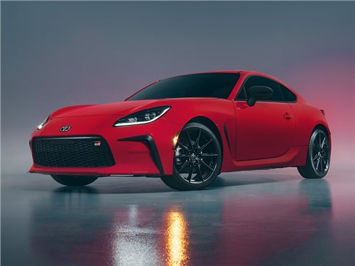 Lexus готовится к выпуску компактных спорткаров