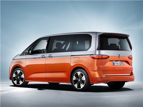 Volkswagen Multivan (2022) вид сзади
