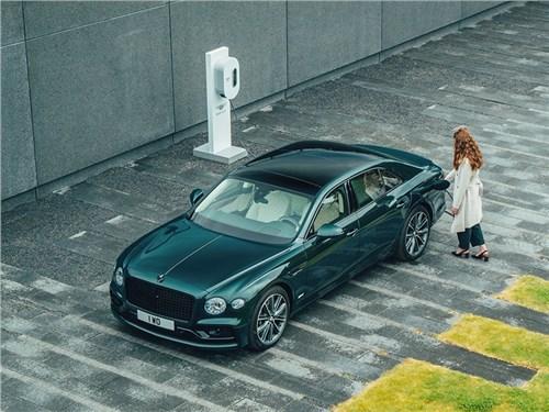 В Bentley показали Flying Spur в версии гибрид