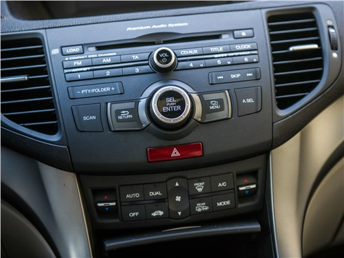 Honda Accord 2008 центральная консоль