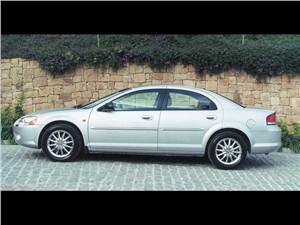 Крупные середняки (Chevrolet Alero (Oldsmobile Alero), Ford Taurus, Chrysler Sebring (Dodge Stratus)) Alero - Chevrolet Alero 1999 вид справа