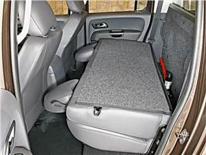 Предпросмотр volkswagen amarok 2010 предоставляет возможность сложить спинку заднего сиденья