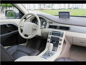 Дизельный марш (V70, XC70, XC90 - 2.4 D5) V70 - Volvo V70 2007 в интерьере использует элементы моделей S80 и XC70