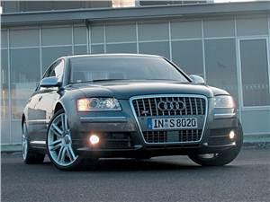 Audi S8 -