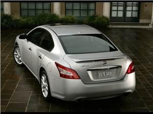 Nissan Maxima -