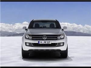 Volkswagen Amarok - Volkswagen Amarok 2010 спереди выглядит серьезно, но не агрессивно