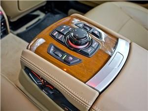 BMW 7 series 2013 задний ряд