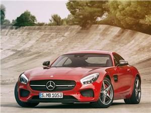 Mercedes-AMG GT 2015 вид спереди красный