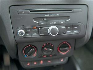 Audi A1 2011 центральная консоль