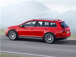 Новость про Volkswagen - Volkswagen Golf Alltrack 2015 вид сбоку сзади