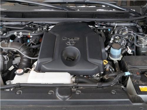 Toyota Land Cruiser Prado 2017 моторный отсек