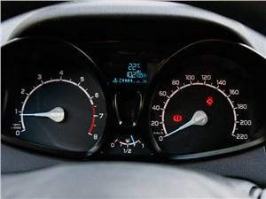Ford EcoSport 2013 приборная панель