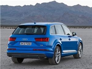 Audi Q7 2015 вид сзади