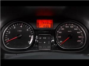 Renault Duster 2013 приборная панель
