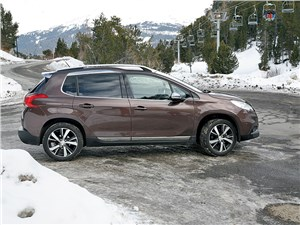 Peugeot 2008 2014 вид сбоку