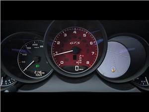 Porsche Cayenne GTS 2015 приборная панель