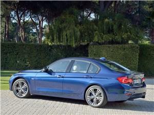 BMW 3 series 2016 вид сбоку сзади
