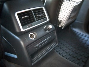 Audi Q7 2010 климат для второго ряда