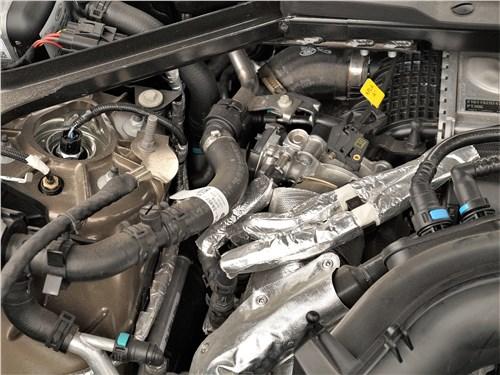 Land Rover Defender 90 (2020) моторный отсек
