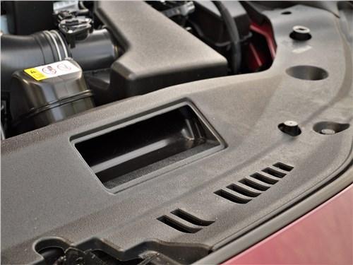 Lexus ES (2019) моторный отсек