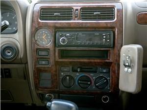 Toyota Land Cruiser Prado 2001 центральная консоль