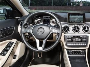 Mercedes-Benz GLA-klasse 2015 водительское место