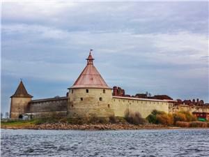 Стены крепости по сей день кажутся несокрушимыми